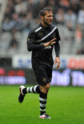 NEWCASTLE UPON TYNE, ENGLAND - AUGUST 06:  Yohan Cabaye of Newcastle United in action during the Pre Season Friendly between Newcastle United and Fiorentina at St James' Park on August 6, 2011 in Newcastle upon Tyne, England.  (Photo by Chris Brunskill/Ge