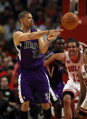 CHICAGO, IL - MARCH 21: Francisco Garcia #32 of the Sacramento Kings passes the ball against the Chicago Bulls at the United Center on March 21, 2011 in Chicago, Illinois. The Bulls defeated the Kings 132-92. NOTE TO USER: User expressly acknowledges and