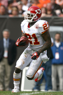 CLEVELAND - SEPTEMBER 19:  Cornerback Javier Arenas #21 of the Kansas City Chiefs runs the ball against the Cleveland Browns at Cleveland Browns Stadium on September 19, 2010 in Cleveland, Ohio.  (Photo by Matt Sullivan/Getty Images)
