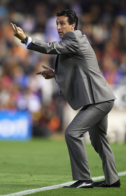 VALENCIA, SPAIN - APRIL 10: Head coach Unai Emery of Valencia shouts to his players during the La Liga match between Valencia and Villarreal at Estadio Mestalla on April 10, 2011 in Valencia, Spain.  Valencia won 5-0. (Photo by Manuel Queimadelos Alonso/G