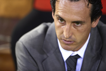 VALENCIA, SPAIN - SEPTEMBER 21:  Head Coach Unai Emery of Valencia looks on before the La Liga match between Valencia and Barcelona at Estadio Mestalla on September 21, 2011 in Valencia, Spain.  (Photo by Manuel Queimadelos Alonso/Getty Images)