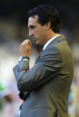 VALENCIA, SPAIN - AUGUST 27: Head coach Unai Emery of Valencia looks on during the La Liga match between Valencia and Racing de Santander at Estadio Mestalla on August 27, 2011 in Valencia, Spain.  (Photo by Manuel Queimadelos Alonso/Getty Images)