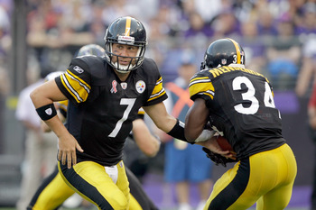 BALTIMORE, MD - SEPTEMBER 11: Quarterback  Ben Roethlisberger #7 of the Pittsburgh Steelers hands the ball off to  Rashard Mendenhall #34 during the second half of the season opener against the Baltimore Ravens at M&T Bank Stadium on September 11, 2011 in