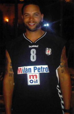 Deron-williams-ilk-kez-besiktas-formasi-giydi-1532985_display_image