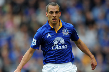 LIVERPOOL, ENGLAND - SEPTEMBER 10:  Leon Osman of Everton in action during the Barclays Premier League match between Everton and Aston Villa at Goodison Park on September 10, 2011 in Liverpool, England.  (Photo by Chris Brunskill/Getty Images)