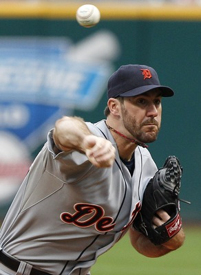 CLEVELAND, OH - SEPTEMBER 7:  Justin Verlander #35 of the Detroit Tigers pitches against the Cleveland Indians during the first inning of their game on September 7, 2011 at Progressive Field in Cleveland, Ohio.   (Photo by David Maxwell/Getty Images)