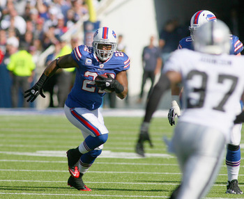 ORCHARD PARK, NY - SEPTEMBER 18: Fred Jackson #22 of the Buffalo Bills runs against the Oakland Raiders at Ralph Wilson Stadium on September 18, 2011 in Orchard Park, New York. Buffalo won 38-35.  (Photo by Rick Stewart/Getty Images)