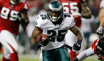 ATLANTA, GA - SEPTEMBER 18:  LeSean McCoy #25 of the Philadelphia Eagles runs the football against the Atlanta Falcons at Georgia Dome on September 18, 2011 in Atlanta, Georgia.  (Photo by Kevin C. Cox/Getty Images)