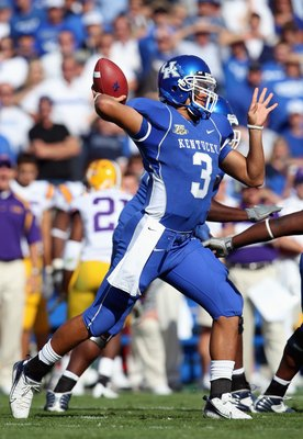 LEXINGTON, KY - OCTOBER 13: Andre Woodson #3 of the Kentucky Wildcats passes the ball against the LSU Tigers during the SEC game at Commonwealth Stadium October 13, 2007 in Lexington, Kentucky. Kentucky won 43-37. (Photo by Andy Lyons/Getty Images)