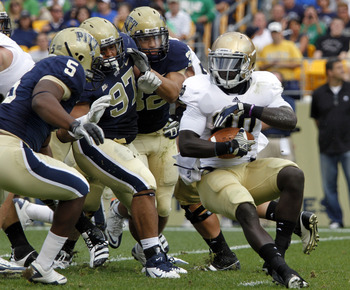 PITTSBURGH, PA - SEPTEMBER 24:  Cierre Wood #20 of the Notre Dame Fighting Irish carries the ball against the Pittsburgh Panthers during the game on September 24, 2011 at Heinz Field in Pittsburgh, Pennsylvania.  (Photo by Justin K. Aller/Getty Images)