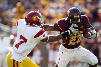 USC Safety T.J. McDonald tackles during Minnesota game