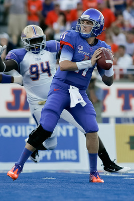 BOISE, ID - SEPTEMBER 24:  Kellen Moore #11 of the Boise State Broncos looks for a receiver against the Tulsa Golden Hurricane at Bronco Stadium on September 24, 2011 in Boise, Idaho.  (Photo by Otto Kitsinger III/Getty Images)