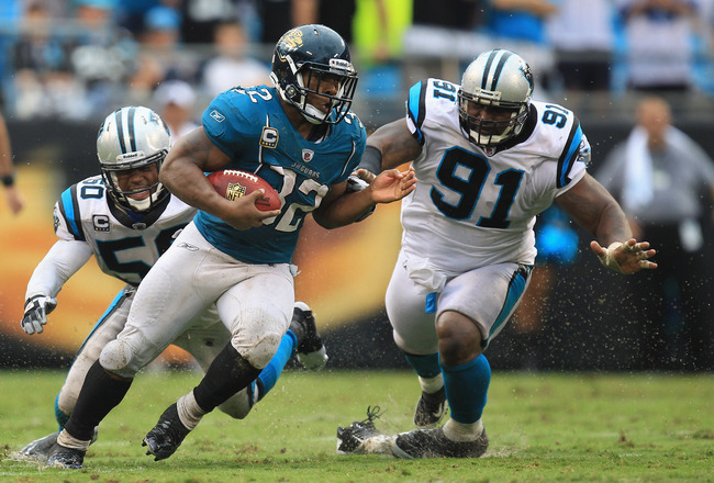CHARLOTTE, NC - SEPTEMBER 25:  Maurice Jones-Drew #32 of the Jacksonville Jaguars against the Carolina Panthers during their game at Bank of America Stadium on September 25, 2011 in Charlotte, North Carolina.  (Photo by Streeter Lecka/Getty Images)