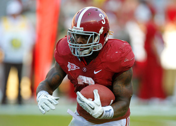 TUSCALOOSA, AL - SEPTEMBER 24:  Trent Richardson #3 of the Alabama Crimson Tide rushes upfield against the Arkansas Razorbacks at Bryant-Denny Stadium on September 24, 2011 in Tuscaloosa, Alabama.  (Photo by Kevin C. Cox/Getty Images)