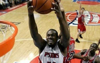 Jason-maxiell-rebounds-300x271_display_image