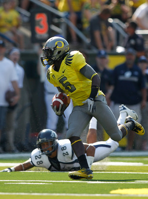 EUGENE, OR - SEPTEMBER 10:  De'Anthony Thomas #6 of the Oregon Ducks cruns for a touchdown against  the Nevada Wolf Pack on September 10, 2011 at the Autzen Stadium in Eugene, Oregon.  (Photo by Jonathan Ferrey/Getty Images)