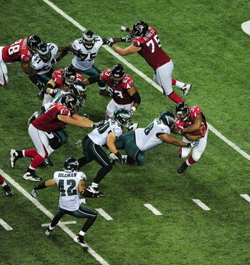 ATLANTA - SEPTEMBER 18: Michael Turner #33 of the Atlanta Falcons carries the ball against the Philadelphia Eagles at the Georgia Dome on September 18, 2011 in Atlanta, Georgia. (Photo by Scott Cunningham/Getty Images)