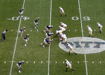 PITTSBURGH, PA - SEPTEMBER 24:  A general view of the Pittsburgh Panthers and the Notre Dame Fighting Irish during the game on September 24, 2011 at Heinz Field in Pittsburgh, Pennsylvania.  (Photo by Justin K. Aller/Getty Images)