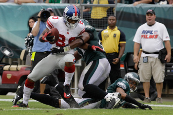 PHILADELPHIA, PA - SEPTEMBER 25: Victor Cruz #80 of the New York Giants scores a touchdown against Jarrad Page #41 of the Philadelphia Eagles and Nnamdi Asomugha #24  during the fourth quarter at Lincoln Financial Field on September 25, 2011 in Philadelph