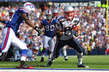 ORCHARD PARK, NY - SEPTEMBER 25: Wes Welker #83 of the New England Patriots scores a touchdown in NFL game action against the Buffalo Bills at Ralph Wilson Stadium on September 25, 2011 in Orchard Park, New York. (Photo by Tom Szczerbowski/Getty Images)