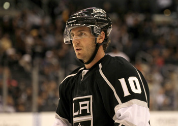 LOS ANGELES, CA - SEPTEMBER 21:  Mike Richards #10 of the Los Angeles Kings plays against against the Phoenix Coyotes at Staples Center on September 21, 2011 in Los Angeles, California.  (Photo by Stephen Dunn/Getty Images)