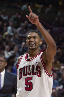 CHICAGO - DECEMBER 12:  Jalen Rose #5 of the Chicago Bulls celebrates during the NBA game against the Detroit Pistons at the United Center on December 12, 2002 in Chicago, Illinois. The Pistons won 86-76.  NOTE TO USER:  User expressly acknowledges and ag