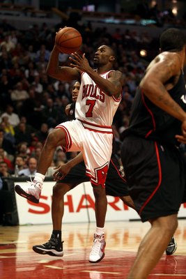 CHICAGO - DECEMBER 02:  Ben Gordon #7 of the Chicago Bulls drives for a shot attempt against the Philadelphia 76ers at the United Center on December 2, 2008 in Chicago, Illinois.  NOTE TO USER: User expressly acknowledges and agrees that, by downloading a
