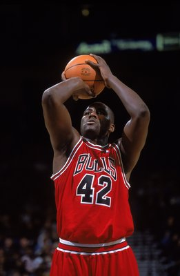 21 Nov 2000:  Elton Brand #42 of the Chicago Bulls takes a free throw shot during the game against the Golden State Warriors at the Network Associates Stadium in Oakland, California. The Warriors defeated the Bulls 89-74.   NOTE TO USER: It is expressly u