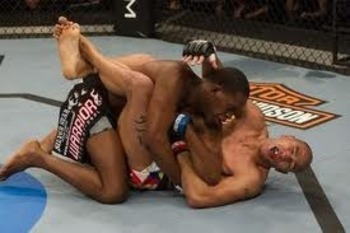 Jon Jones crushes Brandon Vera with an elbow