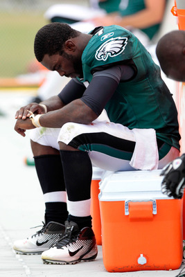 PHILADELPHIA, PA - SEPTEMBER 25:  Michael Vick #7 of the Philadelphia Eagles sits on the sideline with an injured hand in the fourth quarter against the New York Giants at Lincoln Financial Field on September 25, 2011 in Philadelphia, Pennsylvania. The Gi