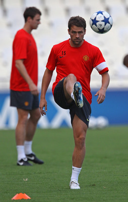 VALENCIA, SPAIN - SEPTEMBER 28:  Michael Owen of Manchester United controls the ball during a training session ahead of their UEFA Champions League Group C match against Valencia held at the Mestalla Stadium on September 28, 2010 in Valencia, Spain.  (Pho