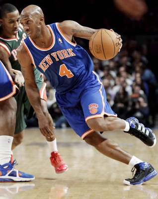 Gal_knicks_chauncey_drives_display_image