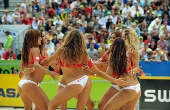Beach_volleyball_cheerleaders_01_display_image