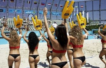 Beach_volleyball_cheerleaders_08_display_image