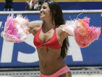 Cheerleaders-beach-volleyball-pon-pon-kizlar18_display_image