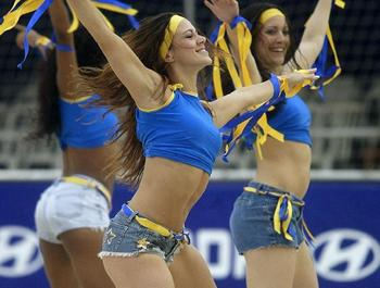Cheerleaders-beach-volleyball-pon-pon-kizlar22_display_image