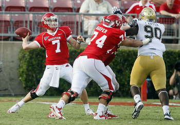 The Houston Cougars of Conference USA in a game against UCLA.