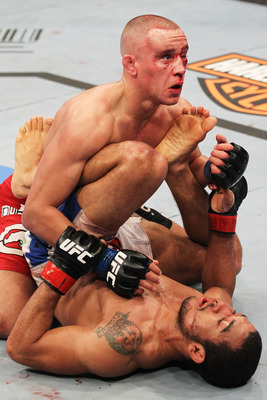 Ufc129_11_aldo_vs_hominick_007_display_image