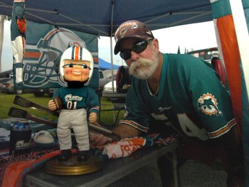 MIAMI, FL - OCTOBER 21: A fan of the Miami Dolphins tailgates before play against the New England Patriots at Dolphin Stadium on October 21, 2007 in Miami, Florida.  The Pats won 49 - 28. (Photo by Al Messerschmidt/Getty Images)