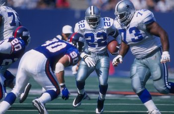 Former Dallas Cowboys running back Emmitt Smith runs against the New York Giants.
