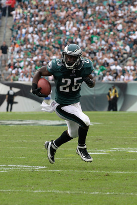 LeSean McCoy must become more heavily involved in order for a thus far inconsistent Eagles offense to live up to preseason expectations.