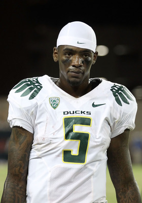 TUCSON, AZ - SEPTEMBER 24:  Quarterback Darron Thomas #5 of the Oregon Ducks during the college football game against the Arizona Wildcats at Arizona Stadium on September 24, 2011 in Tucson, Arizona.  The Ducks defeated the Wildcats 56-31.  (Photo by Chri