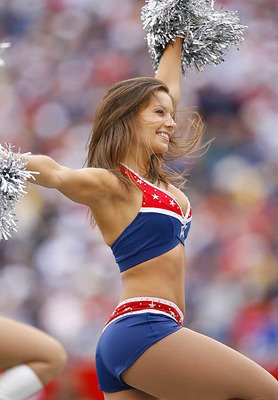 113009-patriots-cheerleader_display_image