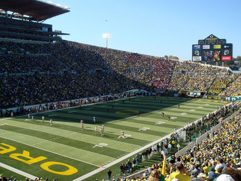 800px-102707-oregon-autzen-usc-uo-02_display_image