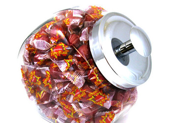 Candy_jar_atomic_fireballs_display_image
