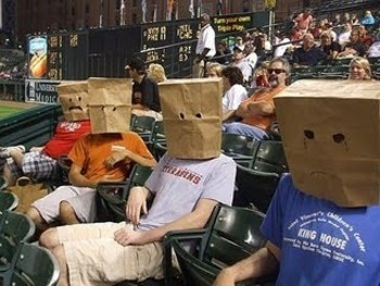 Orioles-fans-bag-over-head_display_image