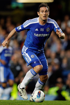 LONDON, ENGLAND - OCTOBER 15:  Frank Lampard of Chelsea during the Barclays Premier League match between Chelsea and Everton at Stamford Bridge on October 15, 2011 in London, England.  (Photo by Paul Gilham/Getty Images)