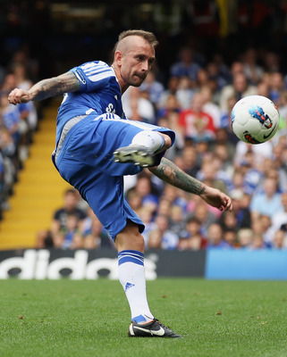 LONDON, ENGLAND - SEPTEMBER 24:  Raul Meireles of Chelsea in action during the Barclays Premier League match between Chelsea and Swansea City at Stamford Bridge on September 24, 2011 in London, England.  (Photo by Clive Rose/Getty Images)