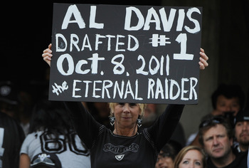 A fan pays tribute to Al Davis.
