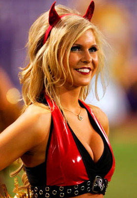 29nfl-cheerleaders-halloween-31_display_image